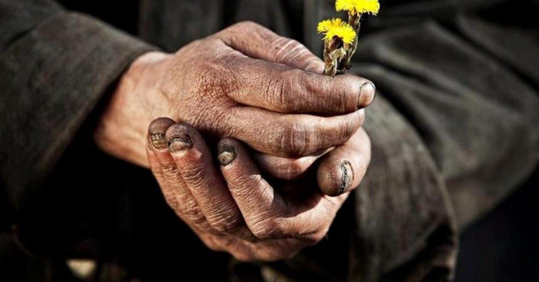 O mână aspră căreia îi pasă?